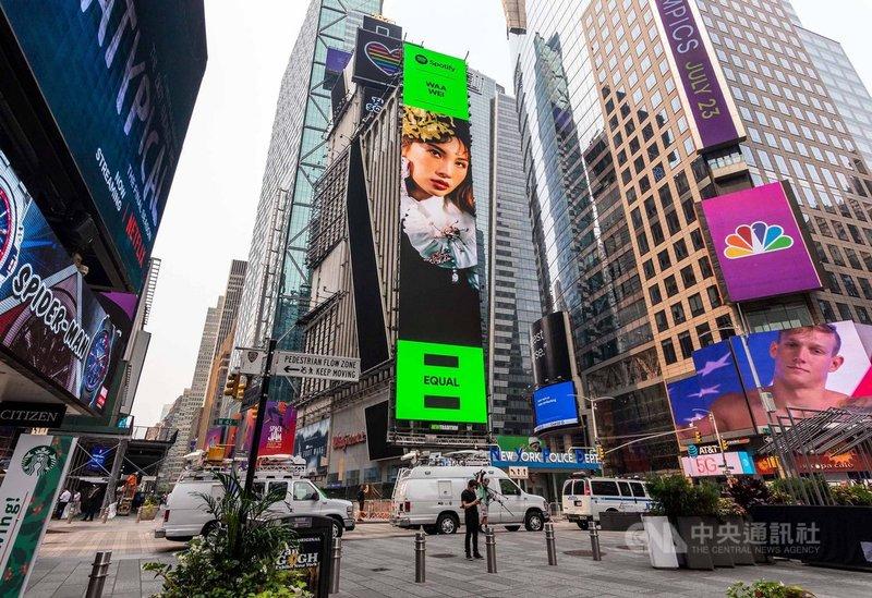 音樂串流平台Spotify推出EQUAL企劃,宗旨希望為女性發聲,金曲歌后魏如萱受邀擔任封面人物宣揚平權理念,並登上紐約時報廣場大螢幕。(何樂音樂提供)中央社記者王心妤傳真 110年7月22日