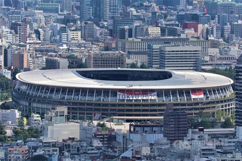 東奧開幕式7月23日登場,預料將這場將於上萬個空座位前展開的儀式會是奧運史上最奇怪的開幕式。圖為從「澀谷天空」高樓拍攝的東奧主場館國立競技場。中央社記者楊明珠東京攝 110年7月22日