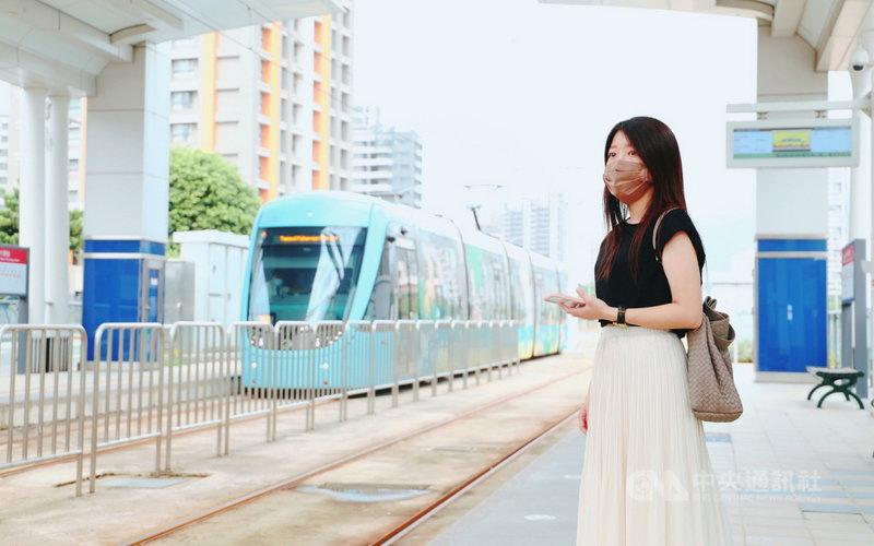 隨著國內COVID-19疫情趨緩,通勤人次增加,新北市淡海輕軌將自26日起,縮短上下班通勤尖峰時段的班距為8到10分鐘。(新北捷運公司提供)中央社記者沈佩瑤傳真  110年7月22日