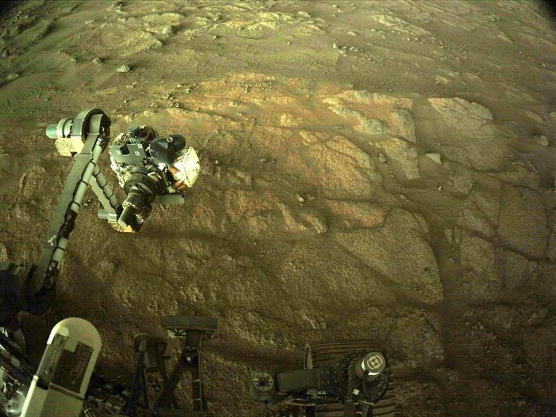 美國國家航空暨太空總署21日表示,火星探測車「毅力號」(圖)準備進行首次岩石採樣,展開探尋火星生命的劃時代任務。(圖取自twitter.com/NASAPersevere)