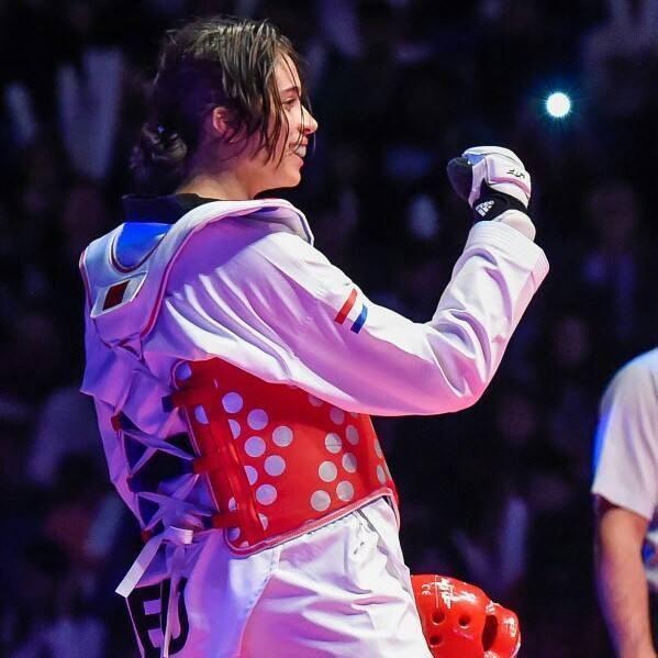 荷蘭跆拳道選手歐金克22日因確診COVID-19無法參賽東京奧運。(圖取自facebook.com/reshmie.oogink)