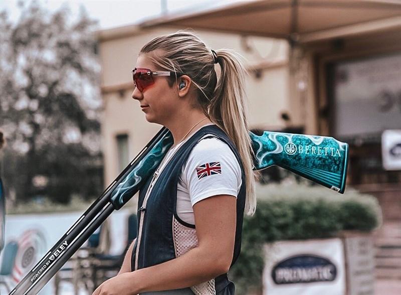 世界排名第一的英國射擊女將希爾確診COVID-19,無緣參賽東京奧運。(圖取自instagram.com/amberjohill)