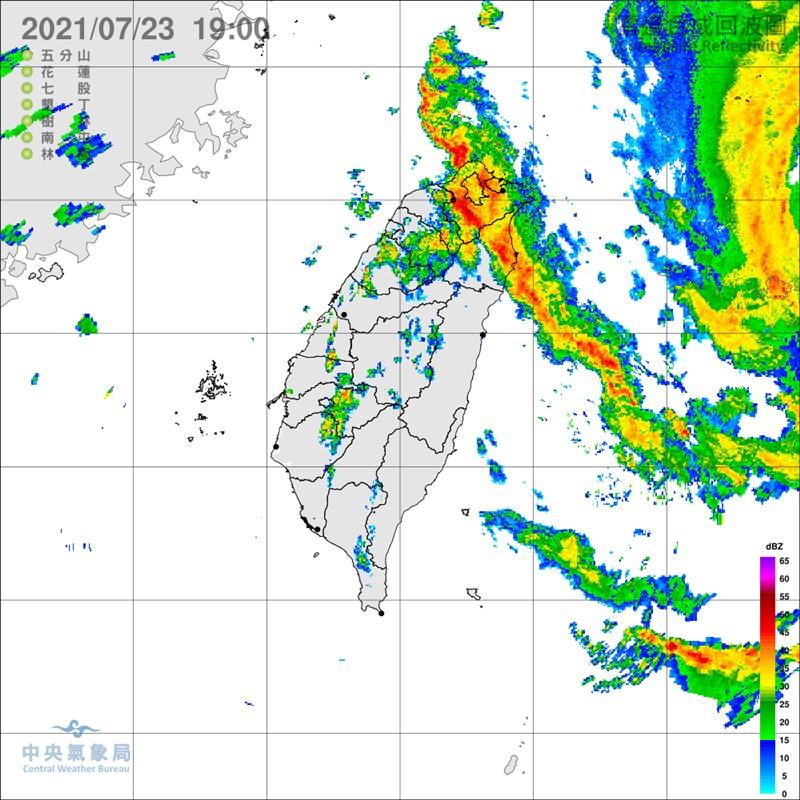 中央氣象局指出,雖然中颱烟花目前發布陸警機率低,但23日入夜至24日清晨,北台灣、中部及南部山區可能有局部大雨或豪雨發生。(圖取自中央氣象局網頁cwb.gov.tw)