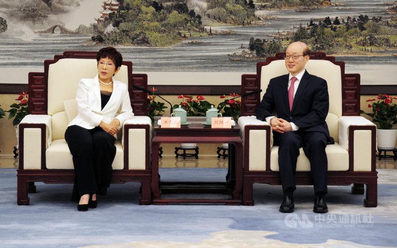 第4屆海峽兩岸青年發展論壇23日在杭州舉辦,中國大陸國台辦主任劉結一(右)和國民黨前主席洪秀柱(左)在論壇前會見。中央社記者沈朋達杭州攝  110年7月23日
