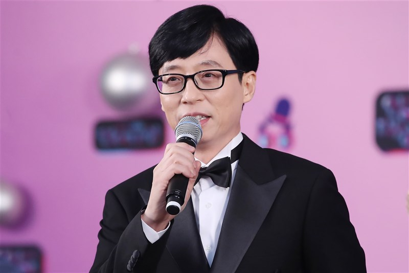 韓國知名主持人劉在錫(圖)所屬經紀公司23日證實,劉在錫因曾接觸的工作人員確診,被列為密集接觸者,須居家隔離2週。(韓聯社)
