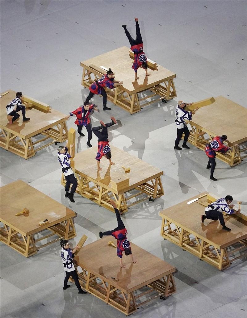 2020東京奧運開幕式,相較於歷屆盛大的表演節目,本屆演出簡單隆重,傳達日本傳統文化。(共同社)