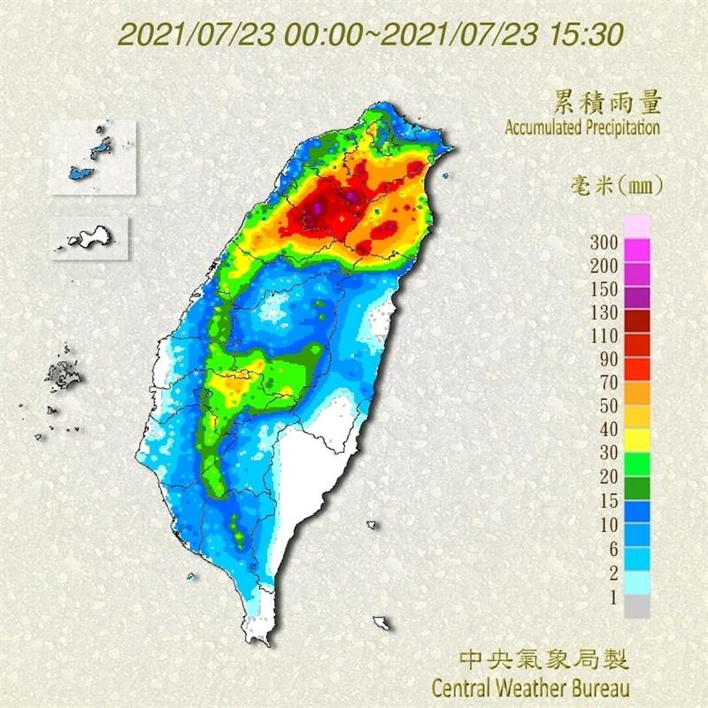 受烟花颱風影響,氣象局持續針對桃園市等8縣市發布豪雨及大雨特報。圖為23日下午3時30分止的日雨量累計圖。(圖取自中央氣象局網頁cwb.gov.tw)