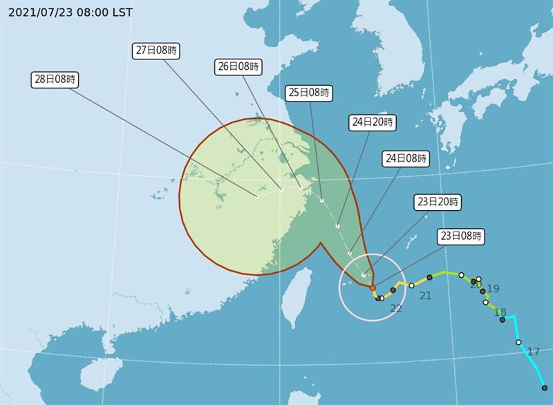 中央氣象局表示,颱風烟花的強度仍有增強,暴風圈也有擴大趨勢。(圖取自氣象局網頁cwb.gov.tw)