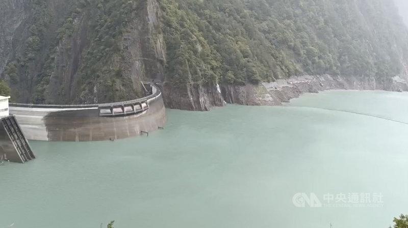 颱風烟花帶來降雨,台電大甲溪發電廠24日表示,到上午7時為止,德基水庫蓄水率達49.21%,水位上升到1378.42公尺。(民眾提供)中央社記者郝雪卿傳真 110年7月24日