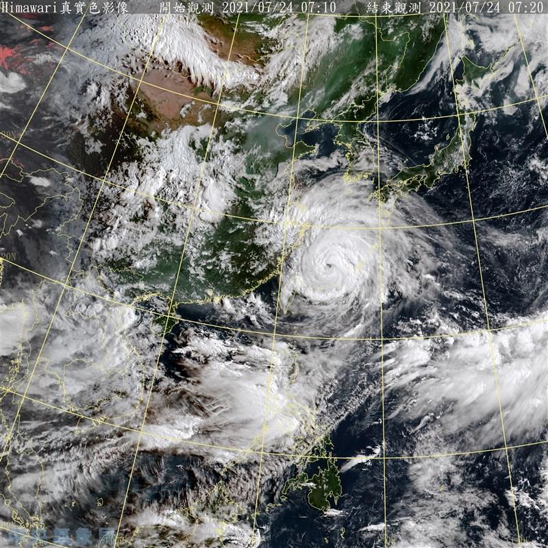 受颱風烟花外圍環流影響,中央氣象局24日針對北台灣10縣市發出大雨及豪雨特報。(圖取自氣象局網頁cwb.gov.tw)