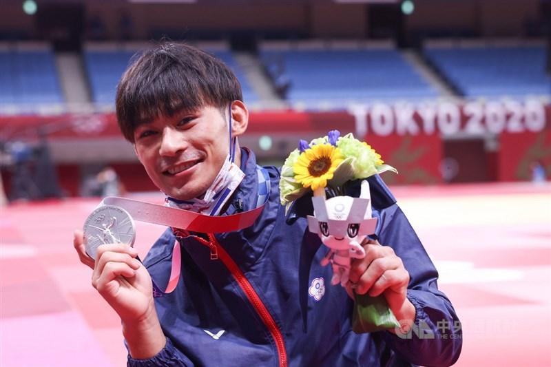 台灣「排灣族勇士」楊勇緯首度登上奧運殿堂就有好表現,24日勇奪東京奧運柔道男子60公斤級銀牌,是台灣柔道選手在奧運參賽以來的最佳成績。中央社記者吳家昇攝 110年7月24日