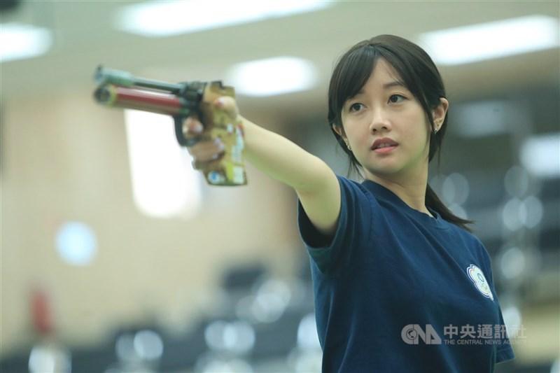 吳佳穎25日在東京奧運射擊項目女子10公尺空氣手槍資格賽中上場,總分573列第14名,無緣晉級決賽。(中央社檔案照片)