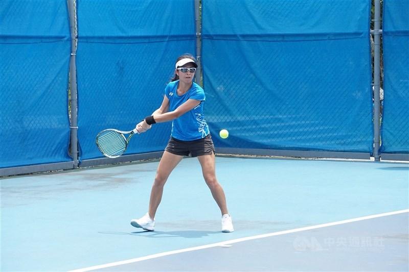 台灣網球女雙組合謝語倢與許絜瑜25日在東京奧運首輪遭遇兩屆法網冠軍的捷克隊,最終落敗。圖為謝語倢去年5月參加球星防疫盃全國網球錦標賽。(中央社檔案照片)