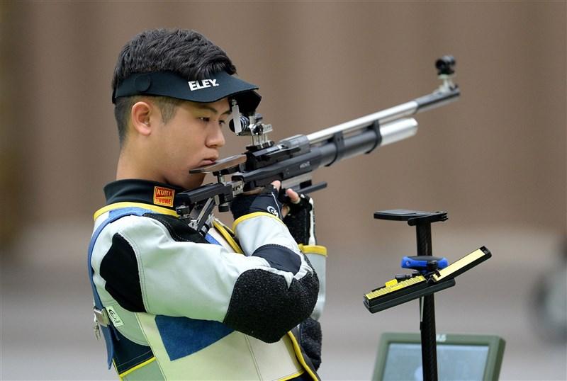 東京奧運射擊項目男子10公尺空氣步槍資格賽,台灣好手呂紹全25日上陣,6輪射擊總計626.3分,排名第17名無緣決賽。圖為去年8月訓練畫面。(國訓中心提供)