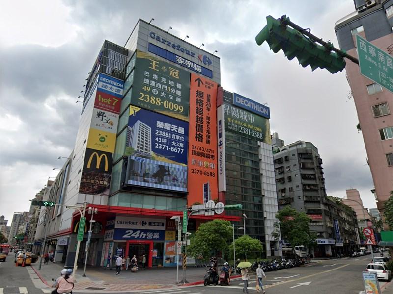 因有確診者足跡,家樂福桂林店25日停業執行清消作業,26日恢復營業。(圖取自Google地圖網頁google.com/maps)