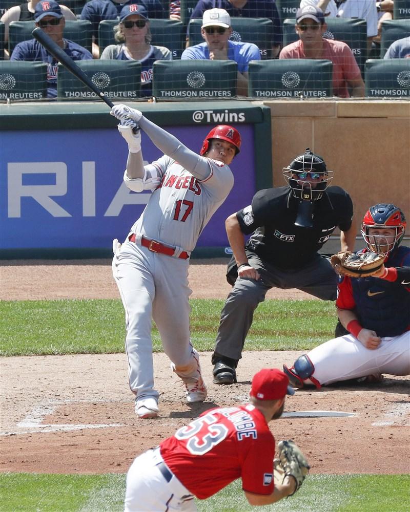 美國職棒大聯盟MLB洛杉磯天使日籍球星大谷翔平(打擊者)25日擊出本季第35轟,助球隊以6比2擊敗明尼蘇達雙城。(共同社)