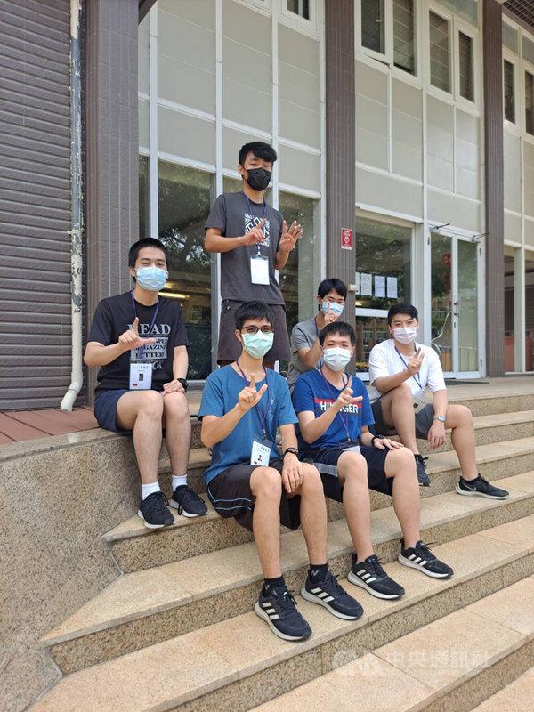 2021年國際數學奧林匹亞競賽成績揭曉,台灣學生共獲得1金3銀2銅,國際排名第9,排名比前兩年進步。(教育部提供)中央社記者許秩維傳真  110年7月26日