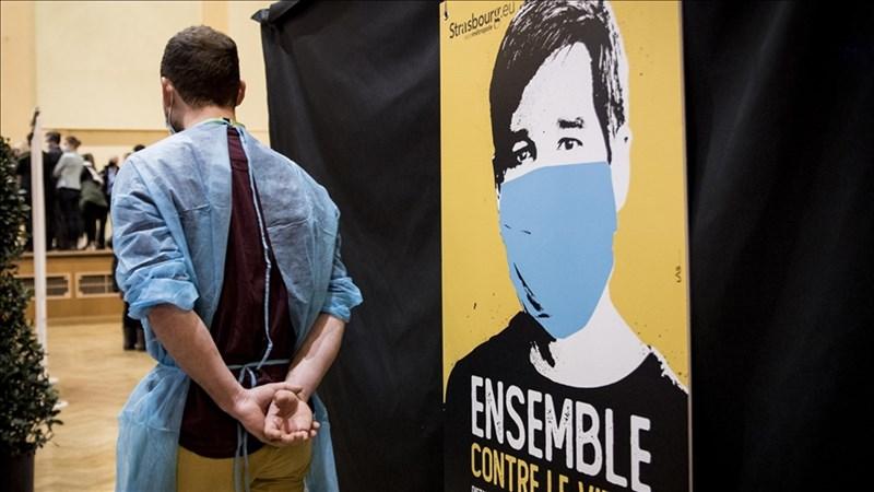 法國國會議員25日通過一條明定醫護人員強制接種疫苗,並擴大健康通行證適用範圍的法案。圖為法國接種疫苗場所。(安納杜魯新聞社)