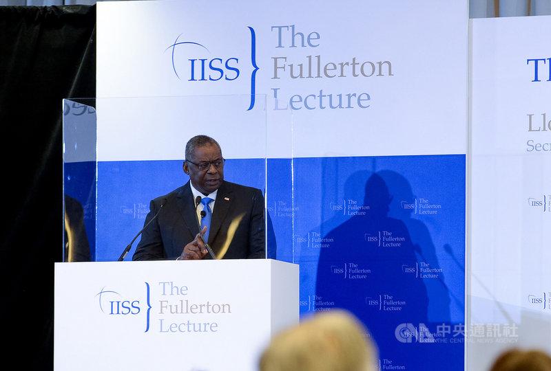 美國國防部長奧斯汀27日在「國際戰略研究所」(IISS )舉辦的富麗敦論壇(Fullerton Lecture)發表演講,批評中國不願以和平方式解決紛爭,也強調美國與台灣合作,助台強化防衛能力。(IISS提供)中央社記者侯姿瑩新加坡傳真 110年7月27日