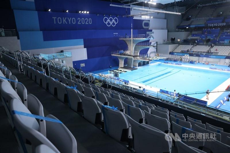 在COVID-19疫情衝擊下,東京奧運史無前例地閉門比賽。27日在東京水上運動中心舉辦的游泳賽事,沒有開放觀眾進場觀賽。中央社記者吳家昇攝 110年7月27日