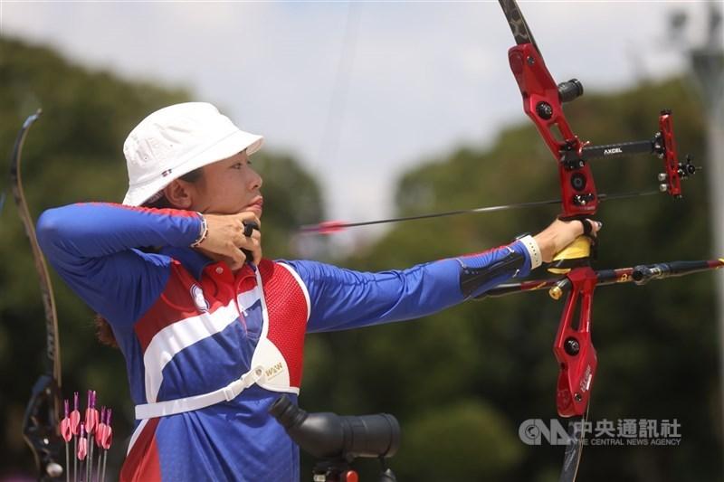 台灣射箭女將譚雅婷在東京奧運個人64強賽,以4比6遭英國對手逆轉。圖為譚雅婷23日出戰東京奧運射箭個人排名賽。中央社記者吳家昇攝 110年7月23日