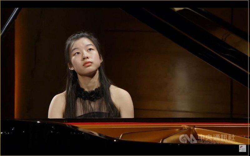 來自台南的鋼琴新秀蘇思羽拿到波蘭國際蕭邦鋼琴大賽參賽資格,10月將前往波蘭參賽。蘇思羽表示彈琴讓她更認識自己,也希望將來可以用音樂療癒別人。(蘇思羽提供)中央社記者趙靜瑜傳真  110年7月27日