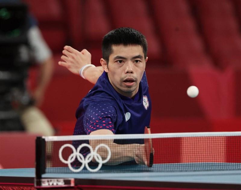 台灣「桌球教父」莊智淵(圖)27日出戰東京奧運男子桌球單打16強賽,決勝局以7比11不敵對手,鏖戰7局後以3比4落敗,止步16強。(體育署提供)