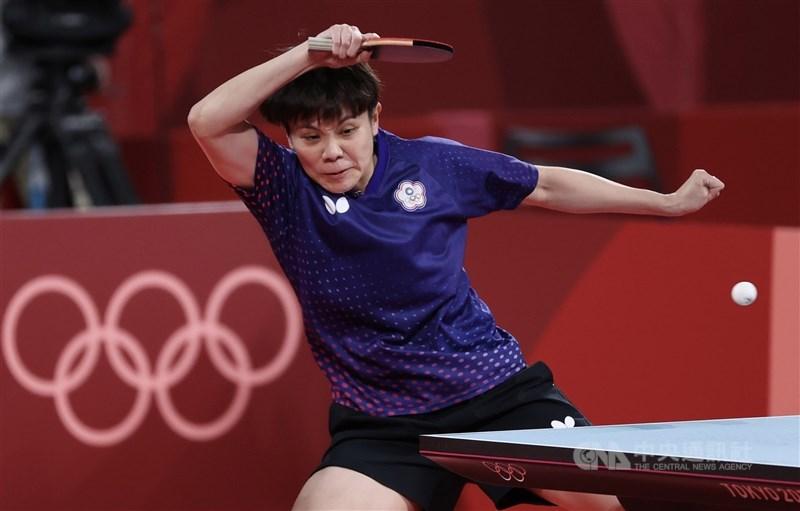 台灣桌球女將鄭怡靜(圖)27日在女單項目不敵新加坡對手于夢雨,無緣晉級16強。圖為26日比賽畫面。(中央社檔案照片)