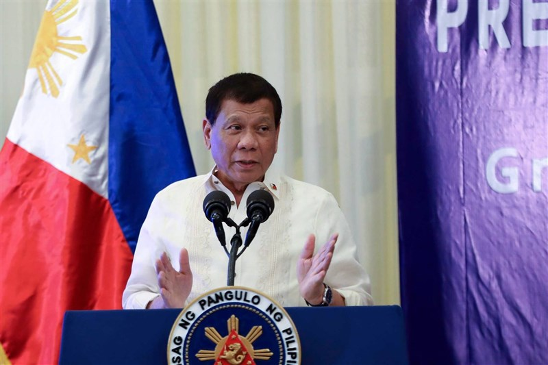 菲律賓總統杜特蒂26日發表任內最後一次,創紀錄長達2小時45分的國情咨文。(圖取自facebook.com/pcoogov)