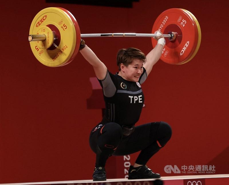 台灣女將陳玟卉在東奧女子舉重64公斤級,以抓舉103公斤、挺舉127公斤、總和230公斤奪銅,這面銅牌是台灣代表團在本屆奧運的第6面獎牌。中央社記者吳家昇攝 110年7月27日