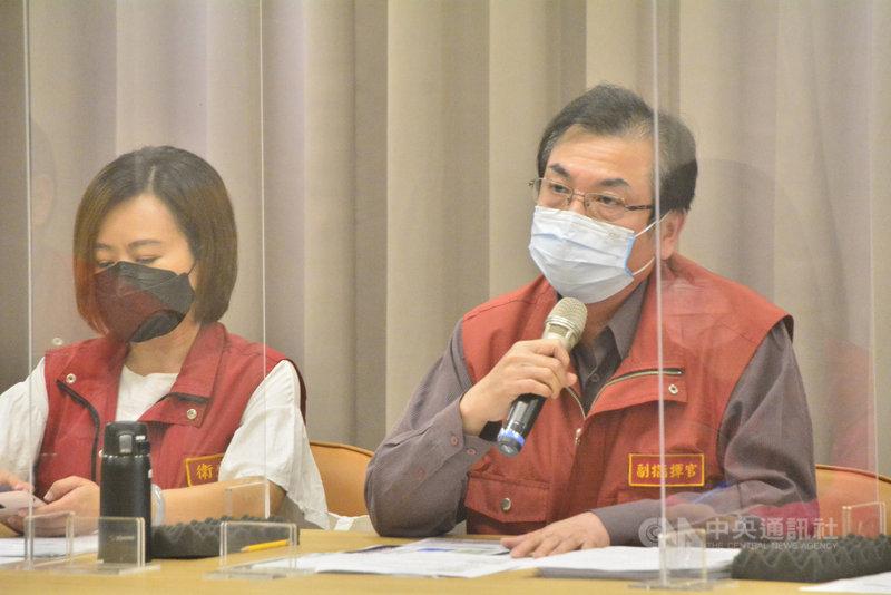 新北市副市長劉和然(右)28日下午在說明疫苗接種時表示,國人都已接受疫苗不足的現況,中央一定要承認現實,對選擇單一接種莫德納疫苗者才能做最好的安排。中央社記者黃旭昇新北攝  110年7月28日