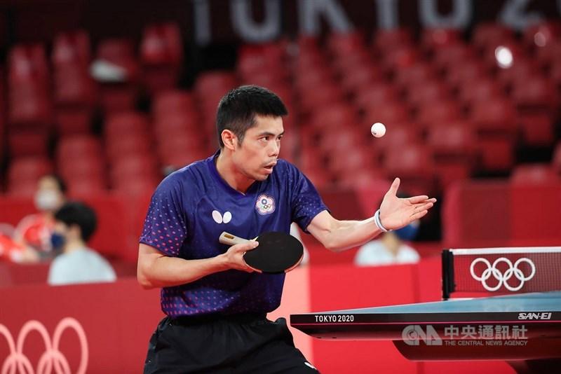 台灣「桌球教父」莊智淵(圖)27日晚間在東京奧運男子桌球單打16強賽迎戰埃及選手艾薩爾(Omar Assar),可惜最終在決勝局以7比11不敵對手,鏖戰7局後以3比4落敗,止步16強。中央社記者吳家昇攝 110年7月27日