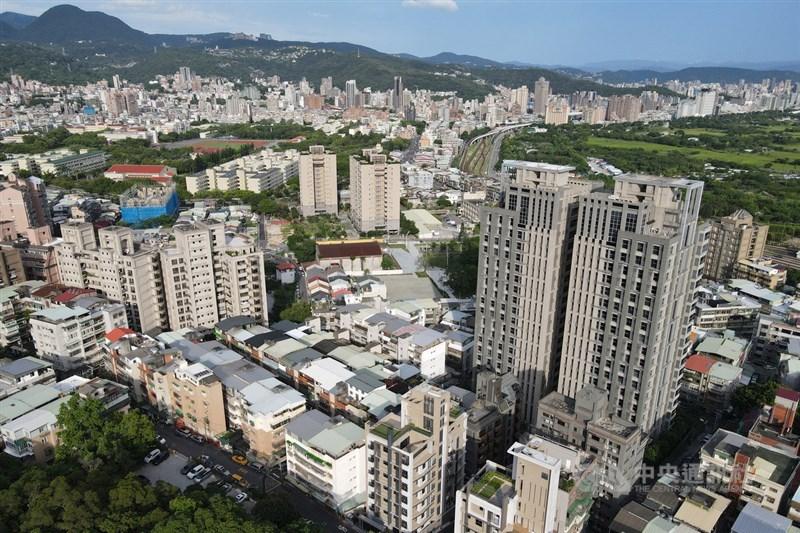 全台今年上半年房屋買賣移轉棟數達17.5萬棟,寫下近8年同期新高,年增25%。(中央社檔案照片)