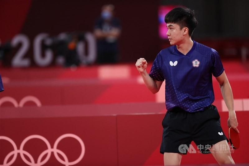 台灣桌球好手林昀儒28日在東京奧運桌球男單8強出賽,直落4擊敗斯洛維尼亞選手晉級4強。(中央社檔案照片)