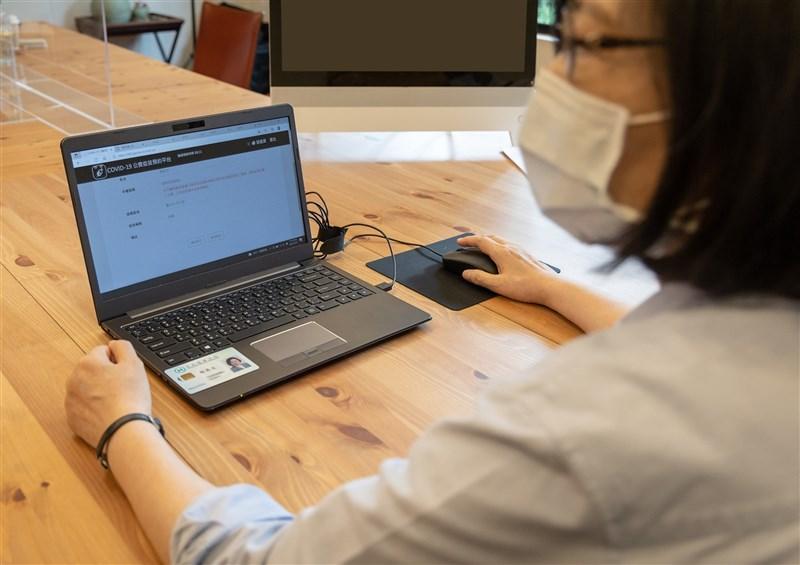 總統蔡英文28日在臉書宣布已完成疫苗意願登記,並且選擇接種國產高端疫苗。(圖取自facebook.com/tsaiingwen)