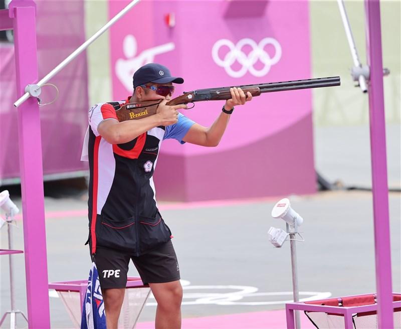 台灣射擊選手楊昆弼28日出戰東京奧運男子不定向飛靶資格賽,教練蕭政文說,力拚5局總分122分,盼有機會進入決賽。(體育署提供)