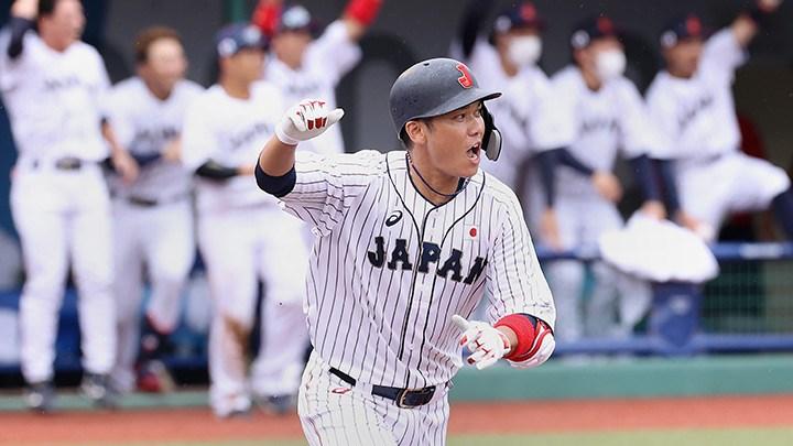 日本28日在東京奧運棒球賽的首戰,9局下半靠坂本勇人(圖)的再見一壘安打擊敗多明尼加。(圖取自twitter.com/samuraijapan_pr)
