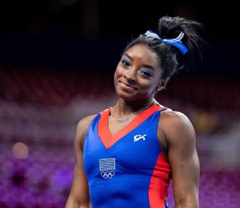 美國體操天后拜爾絲在有望爭金的東京奧運團體賽大膽退賽,引發熱議。(圖取自facebook.com/simonebiles)