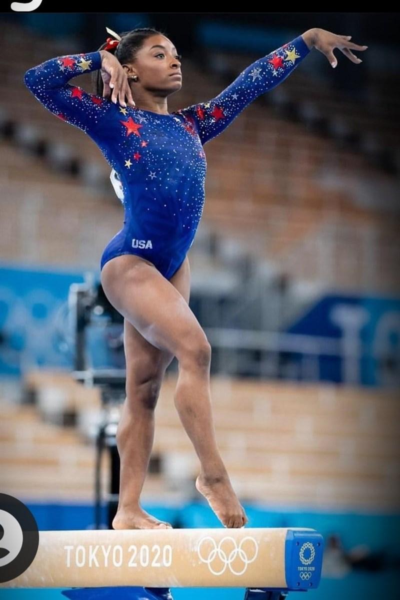 美國體操天后拜爾絲因心理健康因素,28日退出東京奧運競技體操女子個人全能項目決賽。(圖取自facebook.com/simonebiles)