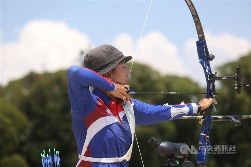 台灣射箭女將林佳恩29日在東京奧運女子射箭個人賽1日2戰都收下勝利。圖為23日比賽畫面。中央社記者吳家昇攝 110年7月23日