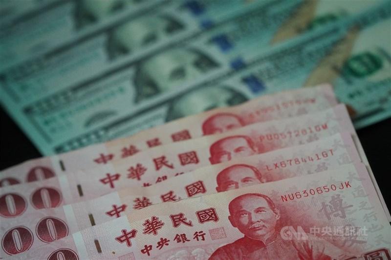 新台幣匯率29日連3升,收盤收在27.945元,升6分。(中央社檔案照片)