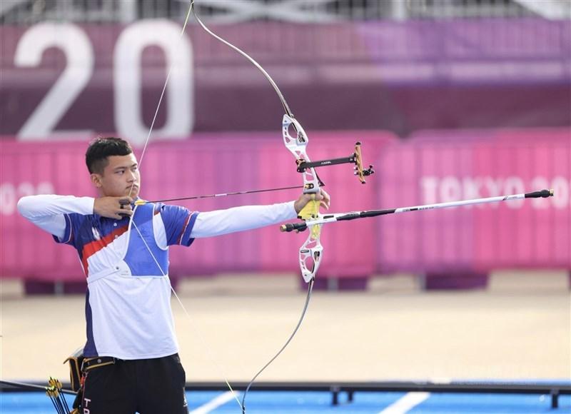 台灣射箭選手湯智鈞29日在東京奧運射箭男子個人64強賽中力克越南選手,晉級32強。圖為26日比賽情形。(中央社檔案照片)
