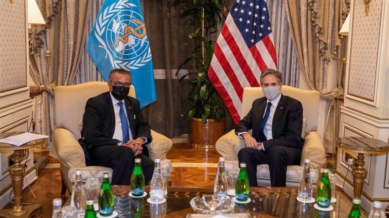 美國國務卿布林肯(右)28日與WHO秘書長譚德塞(左)會面,申明美國支持世衛對COVID-19的第二階段疫源調查,包括在中國溯源。(圖取自twitter.com/SecBlinken)