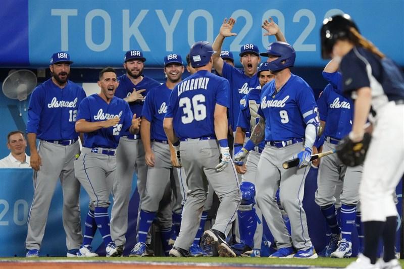 以色列棒球隊曾在經典賽擊敗台灣、韓國,實力成「謎」。圖為該隊出戰東京奧運。(圖取自twitter.com/WBSC)