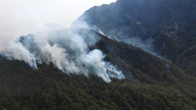 NCC專委喬建中5月登玉山時不慎弄翻火爐,造成山林大火,受災面積逾70公頃。(嘉義林管處提供)