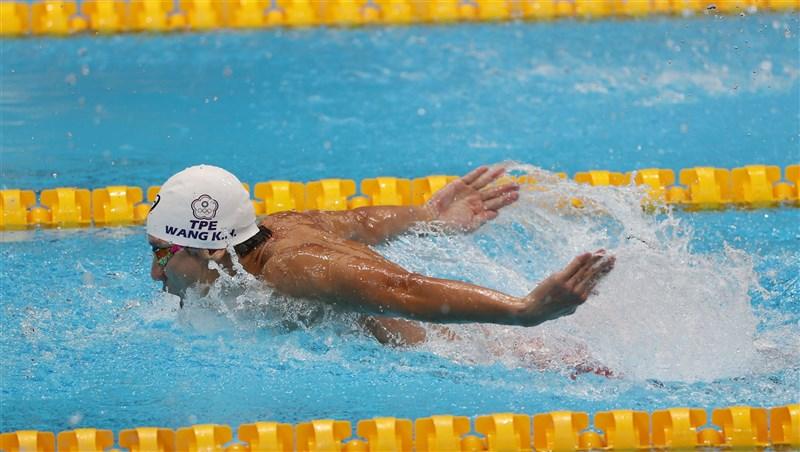 「台灣蝶王」王冠閎29日出戰東京奧運游泳項目男子100公尺蝶式預賽,在第3組出賽,最終成績52秒44、分組第3名,總排名第35名,無緣擠進前16名、晉級準決賽。(體育署提供)