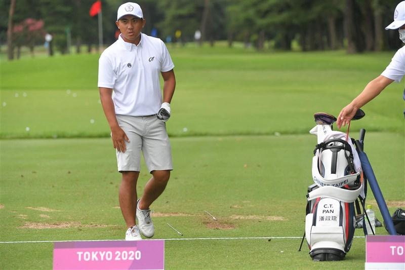 台灣高球好手潘政琮30日繼續在東京奧運男子高球賽出賽,第2輪因天氣因素僅打了15洞,目前排名並列第39名。(圖取自twitter.com/ctpangolf)