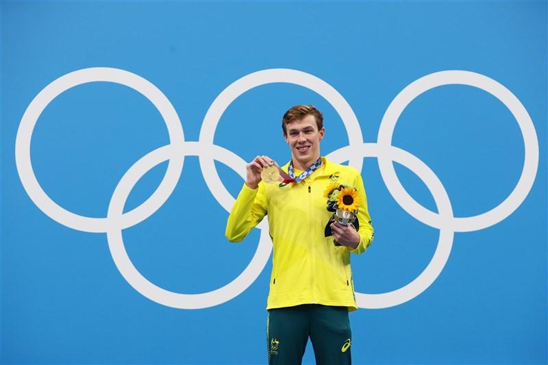 澳洲泳將史塔博蒂-庫克29日在東京奧運男子200公尺蛙式項目以2分06秒38一舉奪下金牌,同時刷新奧運紀錄。(圖取自twitter.com/fina1908)