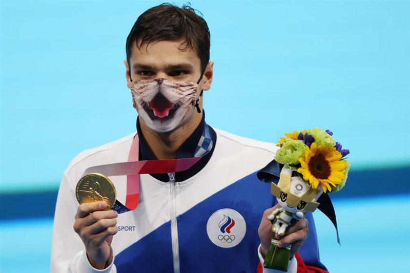 俄羅斯泳將雷洛夫30日在200公尺仰式項目以1分53秒27成績刷新奧運紀錄摘金。(圖取自twitter.com/fina1908)