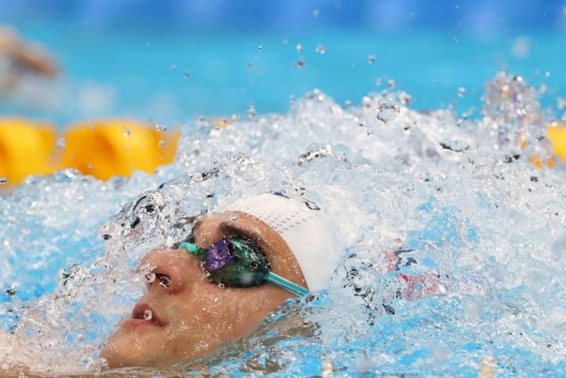 曾兩度贏得世界游泳錦標賽金牌的俄羅斯泳將雷洛夫,30日在200公尺仰式項目再次摘金。(圖取自twitter.com/fina1908)